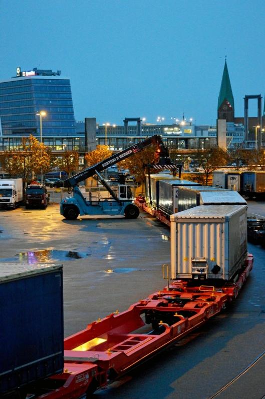 KORT PROSESS: Når Color Line-toget ankommer Kiel, lastes det umiddelbart ombord på Color Carrier.