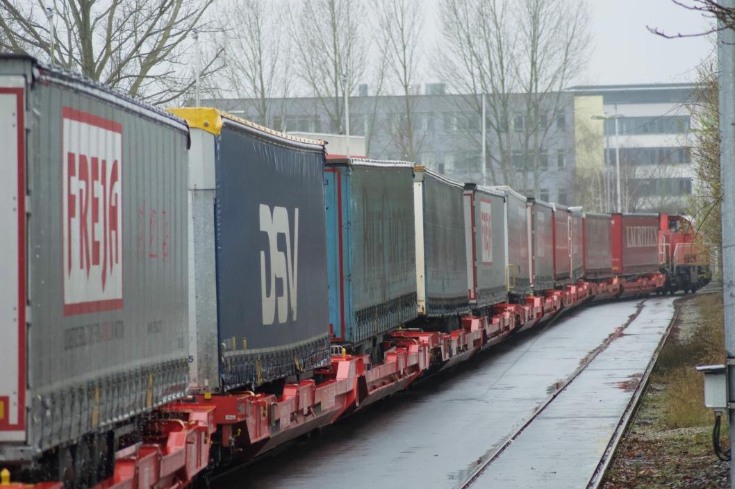 FRA VEI TIL TOG: Nå begynner endelig etterspørselen for togtransport fra de store aktørene å bli høy.