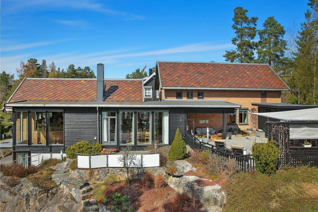 NATURLIG: Boligen er bygget i naturen på eiendommen.