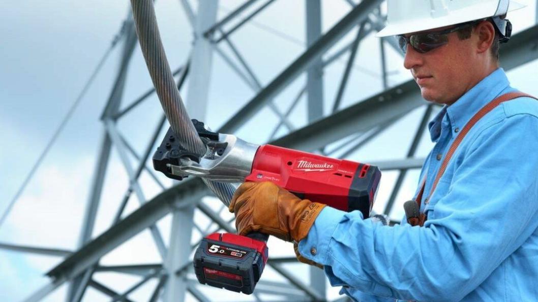 KABELKUTTERE: Milwaukee lanserer nye elektriske kabelkuttene for over- og underjordsdrift.