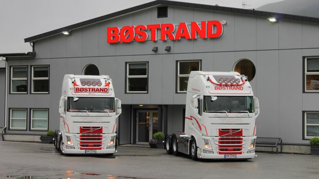 NYE VOLVO: Bøstrand i Ørsta har skrevet rammeavtale med Trucknor i Sandane på 30 nye lastebiler de neste tre årene. Alle foto: Bøstrand
