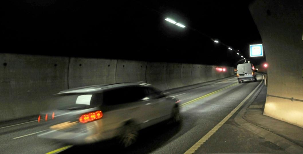 Nå slipper de lange kjøretøyene gjennom Oslofjordtunnelen i rushen, men det gjør ikke de tyngste.