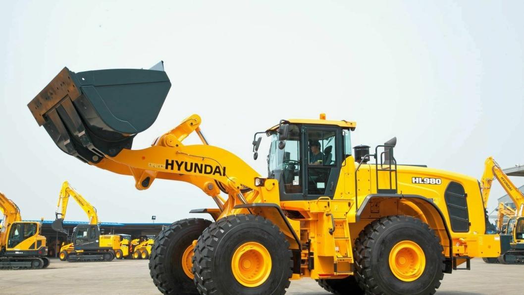 STOR HYTTE: Nye Hyundai HL980 har stor førerhytte med mye nytt «innomhus».