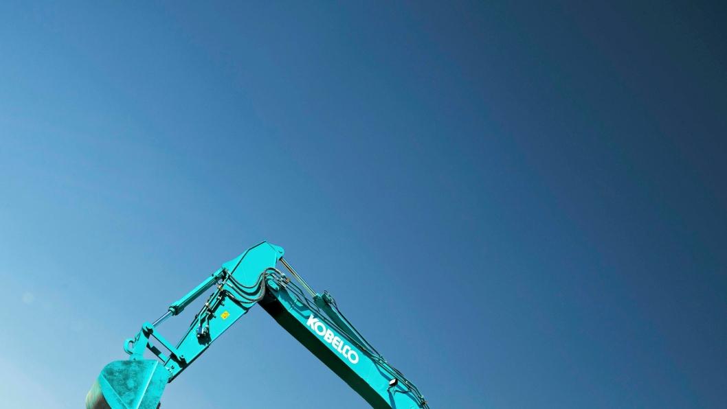 LYSEBLÅTT: Enn så lenge har ikke Kobelco sluppet bilde av den nye 35-tonneren, men her er 26-tonneren SK260LC-10 i fri utfoldelse.