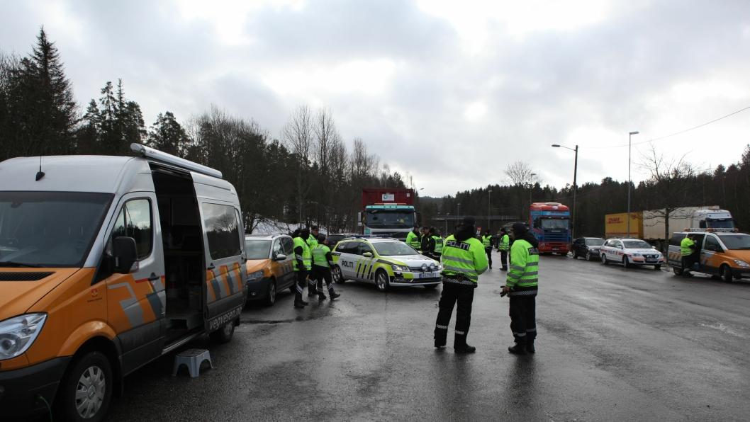 Bilde fra en felleskontroll med politi, toll og kontrollører fra Statens vegvesen i Akershus i 2014.