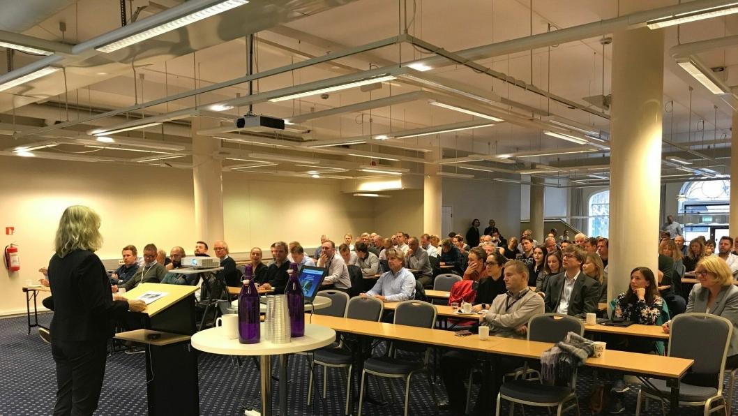 Interessen var stor for leverandørseminaret som ble holdt onsdag 27. september. Her orienterer divisjonsdirektør Siv Rønneberg i Bymiljøetaten i Oslo kommune for kravene som stilles til entreprenørbransjen.