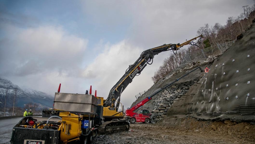 Contexo hadde tilbudet med lavest pris. Bildet er fra en fjellsikringsjobb Contexo utførte for Statens vegvesen på fylkesvei 13 sør for Ullensvang i Hardanger.