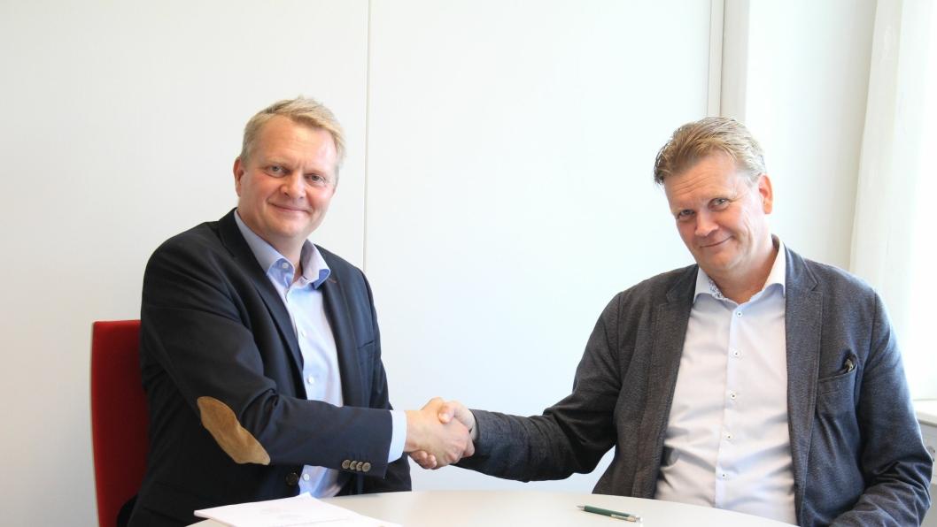 Henrik Bager (t.v.), daglig leder Franzefoss Pukk AS og Joar Caspersen, adm. direktør i NCC Industry.