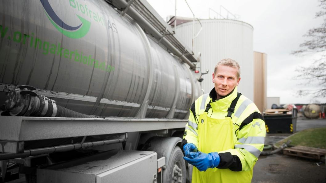 Biogasstankbil hos Fredrikstad kommunes prosessanlegg. Illustrasjons