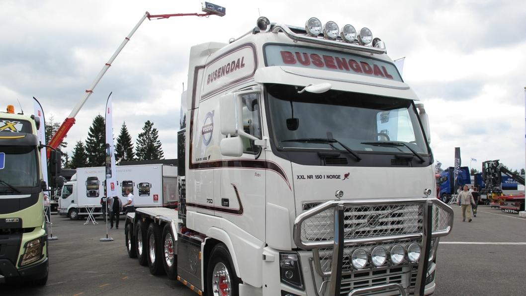 Busengdal Transport AS tar mange slags oppdrag innen transport, steinknusing og anleggsarbeider. Her er en av deres trekkvogner avbildet under Transportmessa på Gardermoen 5. september 2013.