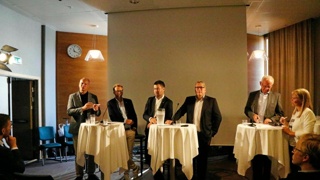 PANELDEBATT: Deltakerne i paneldebatten. Samferdselsminister Ketil Solvil-Olsen (FrP), Nicolay Astrup (H), Geir Pollestad (SP), Sverre Myrli (AP) og Trond Johannesen (MEF).