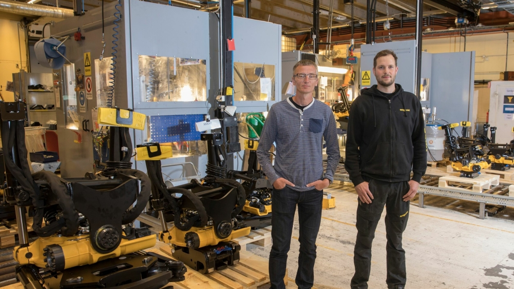 Mats-Erik Wiktorsson, kvalitetssjef i Engcon Group og Håkan Näsström, testansvarlig hos Engcon.