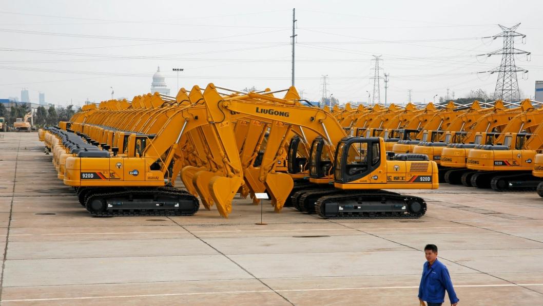 KINA PÅ VEI OPP: Etter mange tøffe år, er salget av anleggsmaskiner – og spesielt gravemaskiner – på vei opp igjen. Her fra Liugongs fabrikk utenfor Shanghai. Illustrasjons