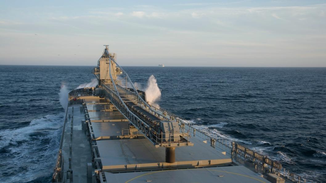 Nesten alt som produseres på Norsk Steins brudd på Jelsa eksporteres. Mibau Shipping har spesialskip som frakter over 30.000 tonn på hver tur. Alle