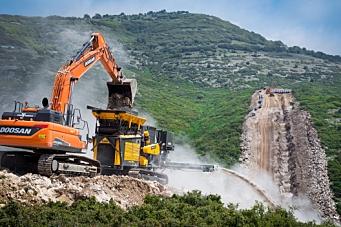 Doosans 52 gravemaskiner tok «pipeline-kaka»