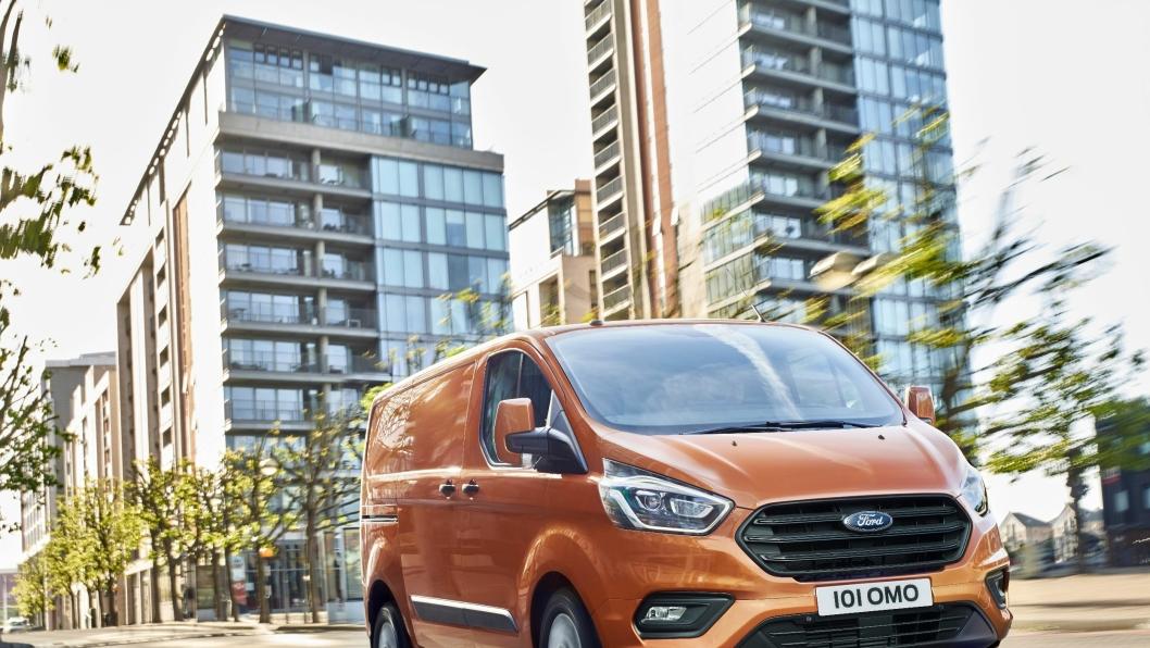 Ford lover at nye Ford Transit Custom er mer komfortabel, praktisk og stappfull av smarte funksjoner og teknologi.