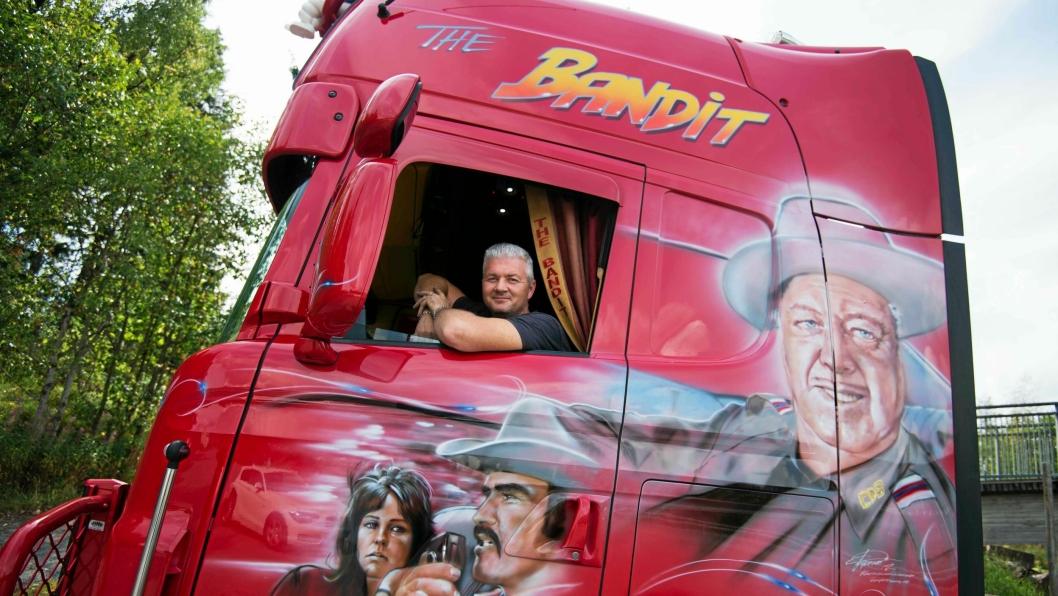 """Gjermund Haugoms bil """"The Bandit"""" er et blikkfang når han kommer kjørende med lakktema fra filmen Smokey and the bandit."""