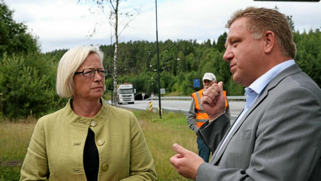 NLF-sjef Geir A. Mo er betenkt til at det velges ennå et tunnelløp. Her ved Oslofjordtunnelen i samtale med tidligere samferdselsminister Marit Arnstad.