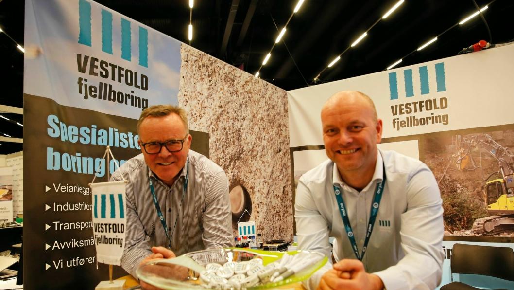 Styreformann Eivind Røed (t.v) og adm. direktør Oddbjørn Røed i Vestfold Fjellboring, rigger seg nå for større oppdrag i Norge og Sverige.