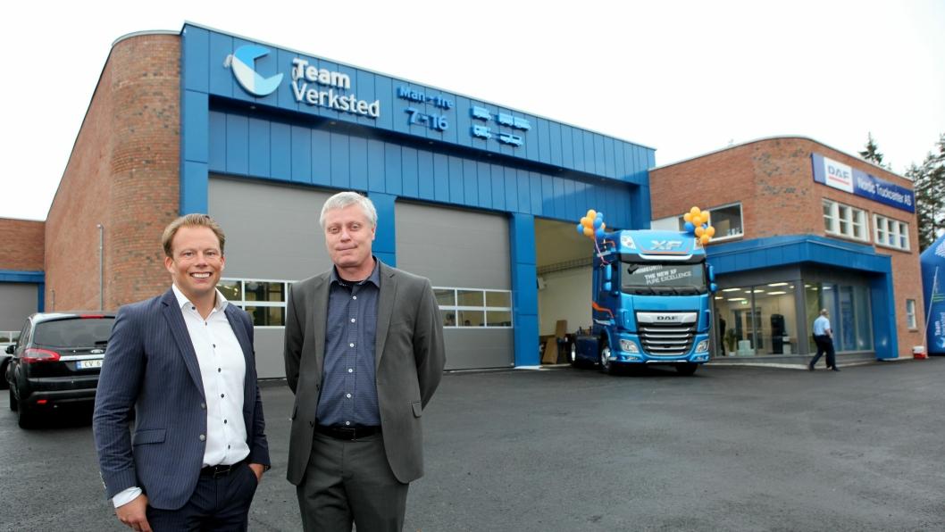 Adm. direktør Mattias Nilsson i Nordic Truckcenter (t.v.) og Lars Klogborg, Truck Sales Manager Scandinavia and Finland i DAF Trucks Danmark A/S var til steder på den offisielle åpningen av selskapenes nye norske hovedkontorer. Det er i samme lokaler som verkstedkjeden Team Verksted har sitt nye hovedkontor på Langhus i Akershus, sør for Oslo.