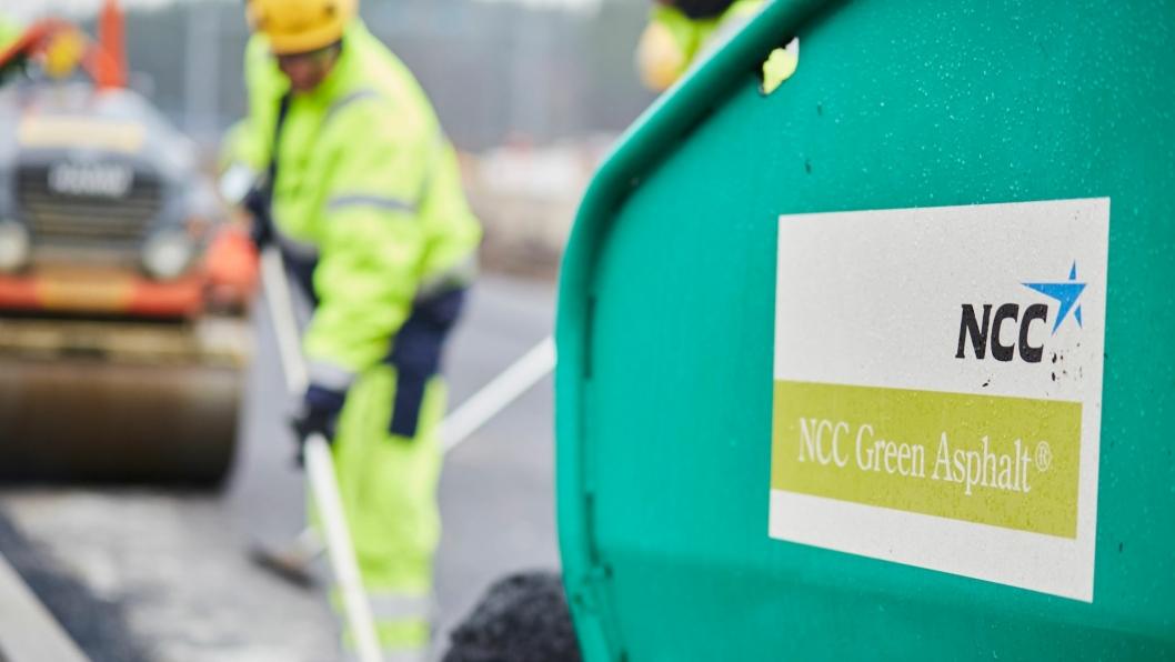 -Vi vil i stor grad benytte NCC Green Asphalt på de kommunale jobbene, sier distriktssjef i NCC, Oskar Bøe.