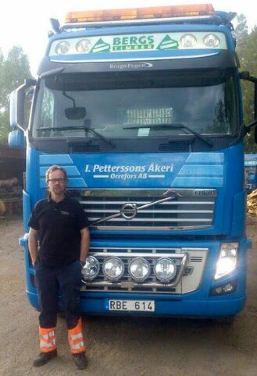 Sjåfør Anders Karlsson har fått mye ros etter å ha reddet en familie fra et brennende hus.