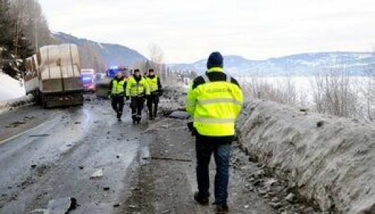 Kollegahjelpen var raskt på pletten etter ulykken og tok hånd om lastebilsjåfør Cato Mathisen.