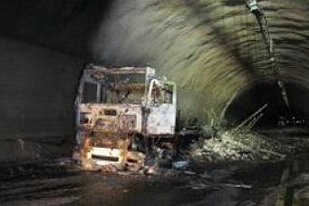 Tunnelbrann: Kjørte inn i stengt tunnel