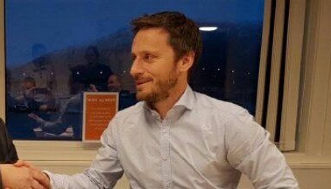 Administrerende direktør Stig Ingar Evje i Implenia Norge AS er savnet. Bildet er fra tatt i forbindelse med en kontraktsignering mellom Implenia Norge og Statens vegvesen.