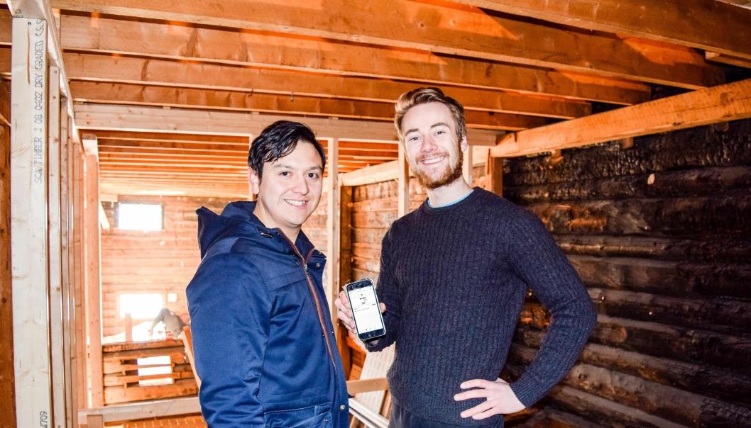 Ole Jørgen Næss (t.v.) og Christopher Krohn vil gjøre det enklere for bedrifter med opp til tre ansatte å holde styr på timeregistrering, prosjektstyring og fakturering med en egen app.