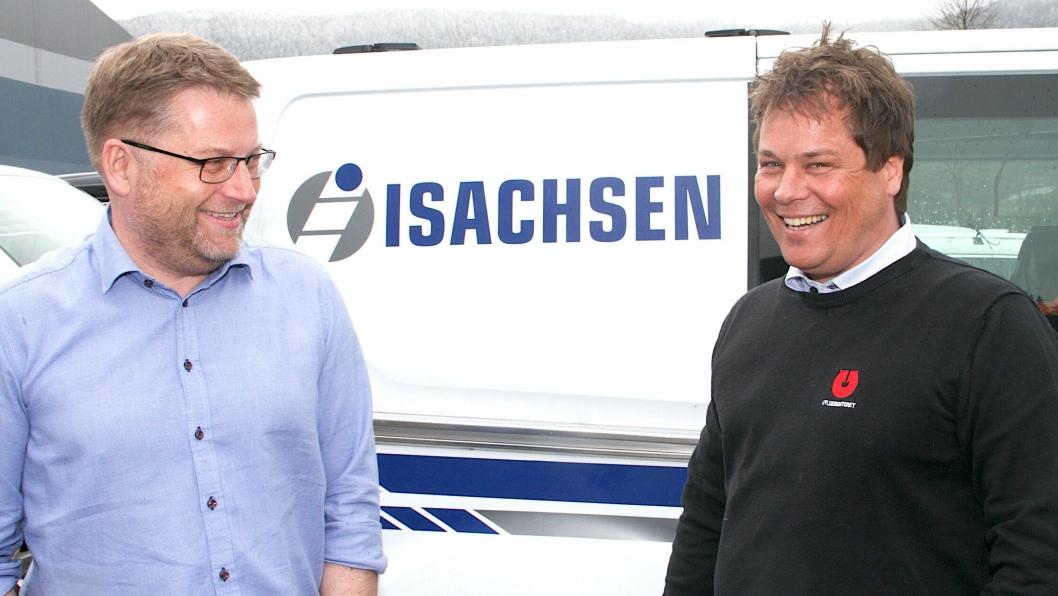 Leder i marked og kontrakt i Isachsen Gruppen, Håvard Kjendseth(t.v.), og salgs- og markedssjef hos Utleiesenteret AS, Morten Dahl, har signert en rammeavtale som gjør Utleiesenteret til en av to hovedleverandører til entreprenørkonsernet de tre neste årene.
