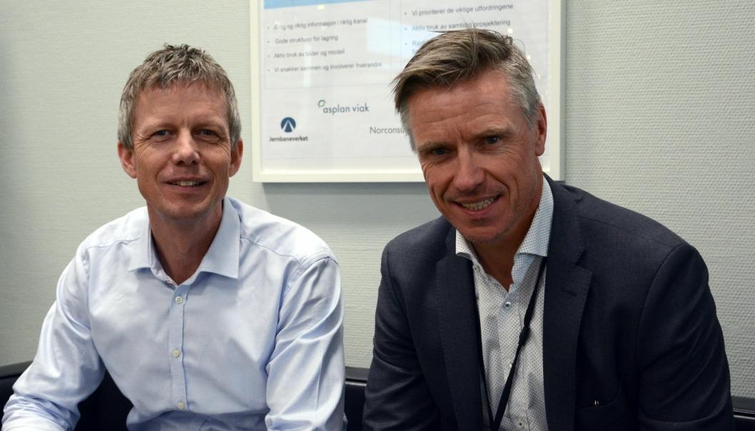 Norconsults Lars-Petter Nesvåg (t.v.), oppdragsleder for rådgiverteamet NAA og prosjektdirektør Morten Klokkersveen i Bane Nor er godt fornøyd med samarbeidet på prosjektkontoret.