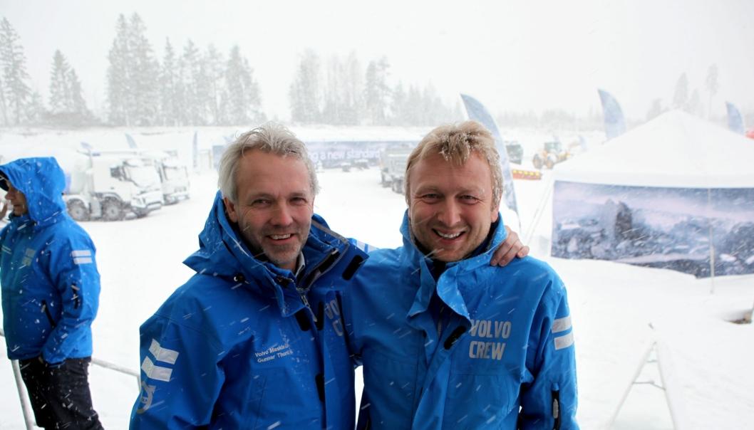 Adm. direktør Gunnar Thorud i Volvo Maskin AS (t.v.) og adm. direktør Waldemar Andrè Christensen i Volvo Norge AS, står sterkere sammen enn hver for seg. Derfor har de samlet mannskapene i felles anleggsdager ved Gardermoen i Akershus.