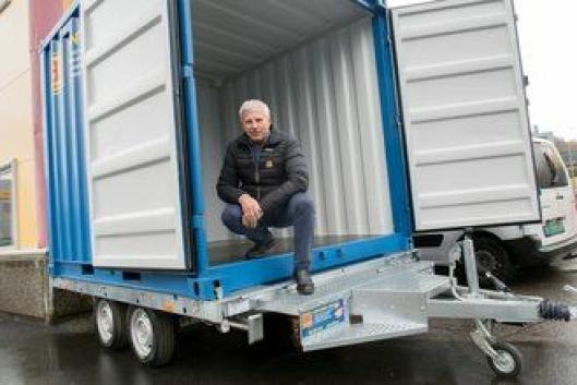 Foreløpig er Helge Kristoffersen i samarbeid med Gunnar Hippe alene om å tilby personbilhengere for containere.