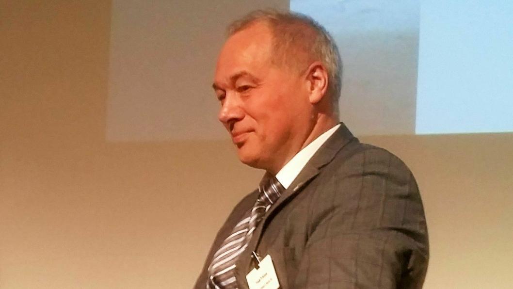 Styreleder i Norsk Forening for Fjellsprengningsteknikk (NFF), Frode Nilsen på podiet på Fjellsprengningskonferansen 2016 i Oslo.