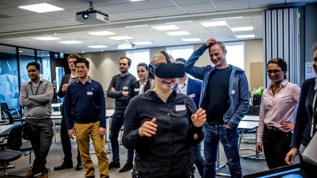 Asta Samuelsen, som var på sitt første Nova-arrangement, beveger seg på Flyplasskrysset i VR.