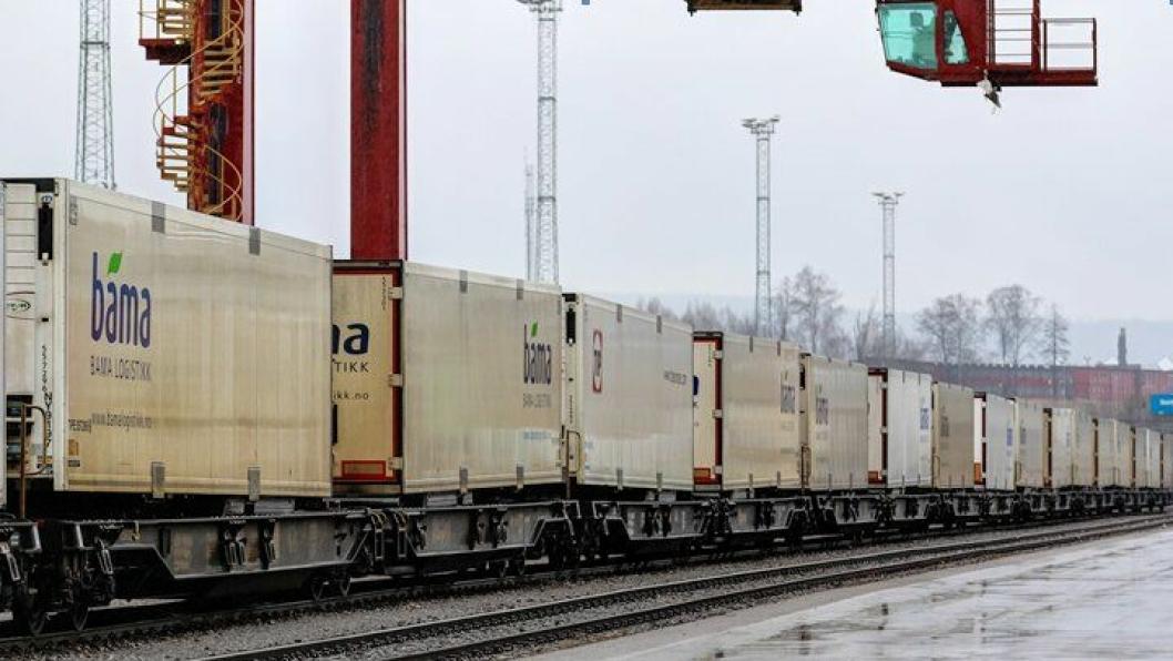 Bama og Lerøy sender nå minst halvparten av alle semitrailere mellom øst og vest på jernbane.