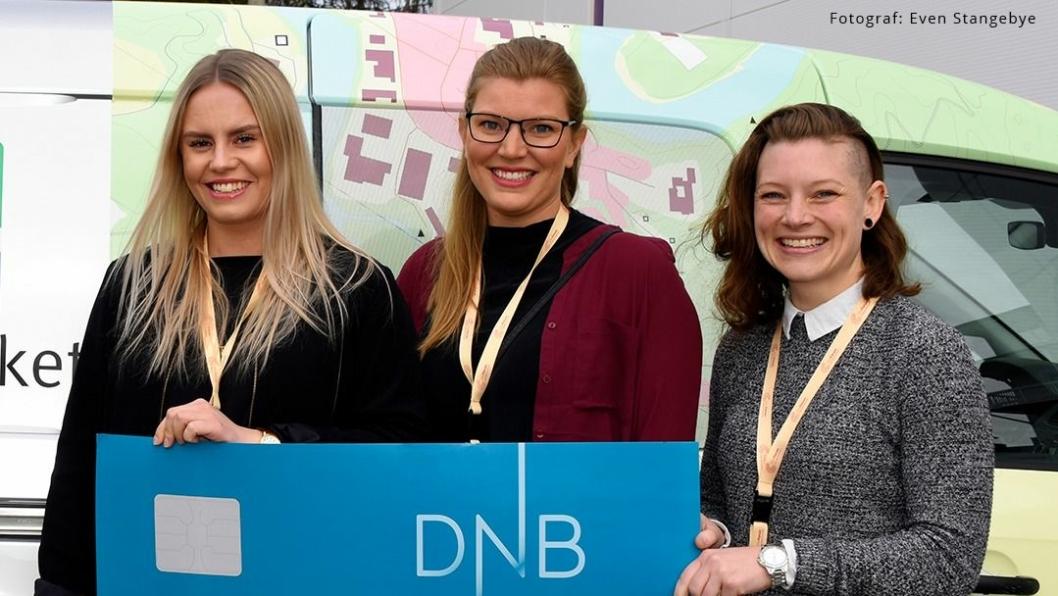 Prisvinnere av beste bacheloroppgave, Caroline Otterstad, Hanne Ask Kronstad og Maiken Tøsse.