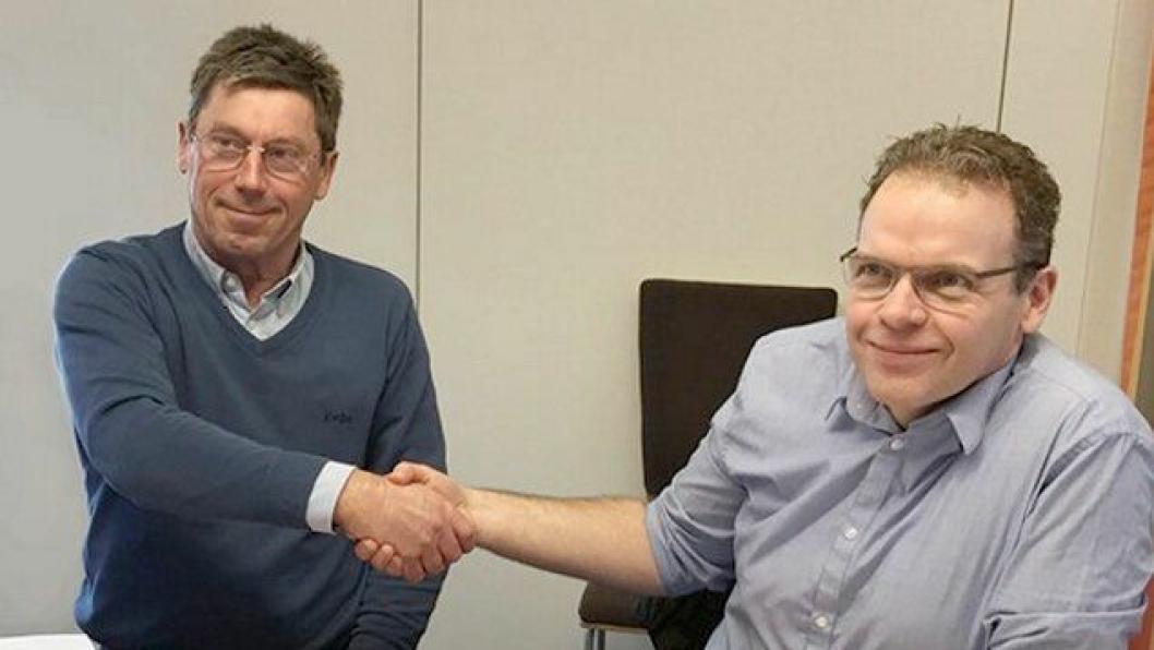 Kontrakten er på 27,1 millioner kroner og ble signert torsdag 23. mars av avdelingsleder Ole Rune Varhaug hos Kruse Smith Entreprenør AS (til venstre) og prosjektleder for tunnelrehabiliteringsprosjektet i Statens vegvesen Region sør Jan Helge Egeland.