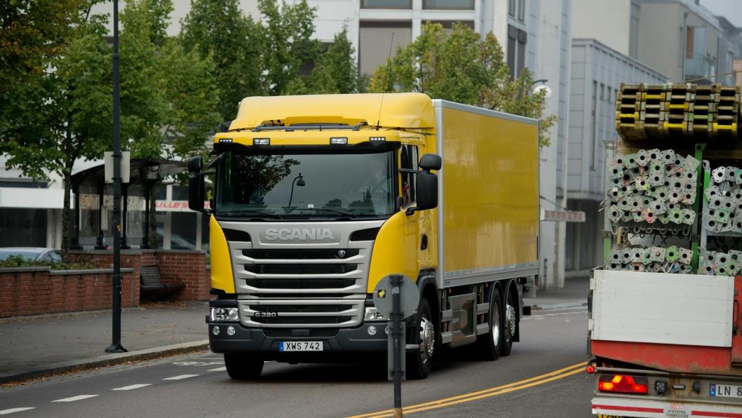 Her er Scania Hybrid G320 på rett plass, inne i byen, i dette tilfellet Lillestrøm. Her kjøres det på strøm, og dieselmotoren er slått av.