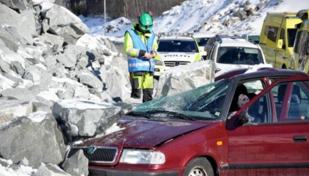 Implenia gjennomførte øvelse der en bil med tre personer tatt av steinras. I øvelsen var en død, to hardt skadet.