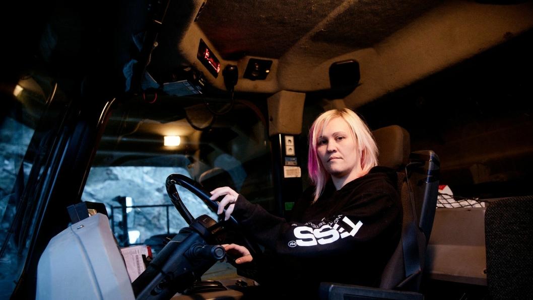 Fra å kjøre svære dumpere i bruddet i Bjørnevatn i Sør-Varanger kommune, kjører Therese Wessel i dag mye mindre maskiner i Vestfold.