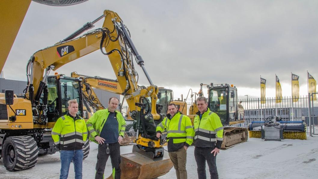 På bildet fra venstre: Esben Rostad (tekniker NPI Pon Equipment), Morten Hansen (sjef klargjøring Pon Equipment), Espen Paulseth (markedsdirektør Pon Equipmet) og Svein Delbekk (tekniker og instruktør gravemaskiner, Pon Equipment).