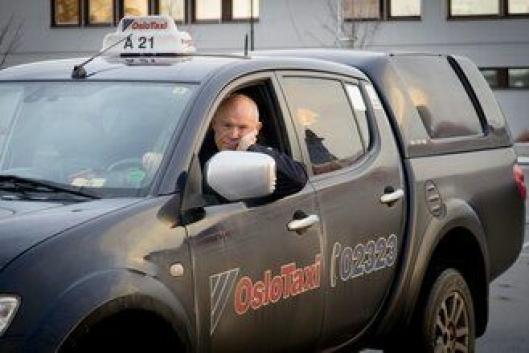 DROSJE: Werner Undhjem har fått mange forskjellige tilbakemeldinger på sin Mitsubishi pickup drosje i Oslo.
