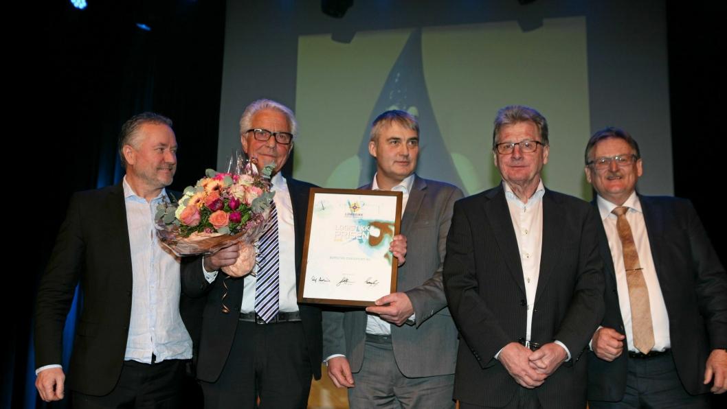 Børstad Transport er tildelt Logistikkprisen 2017 i Trøndelag. Her fra prisutdelingen under festmiddagen på Røroskonferansen lørdag kveld. Fre venstre: Jan Ola Strandhagen, Sverre Myrvold, Tor Jakob Reitan, Rolf Aarland og Guttorm Sand.