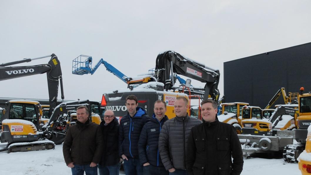 De tre utleieselskapene har samlet over 200 Volvo-maskiner, fra venstre Lasse Kjøsterud, Utleiesenteret AS, Tommy Jensen, Høydespesialisten AS, Ole Blakisrud og Alfred Bakken, begge Akershus Utleie og Volvo-selgerne Dag Bjørnar Dønnum Jensen og Kim Nymo.