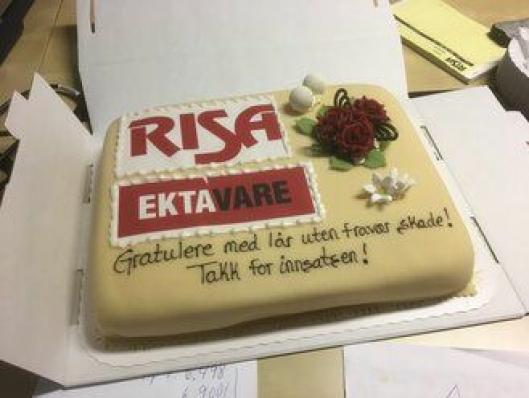 Gratulasjonskaken til de ansatte.