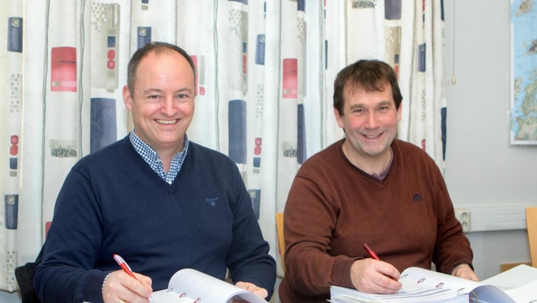Veidekkes distriktsleder Ronny Robertsen (t.v.) og Roger Jensen, konstituert kommunaldirektør for Utbyggings- og eiendomsavdelingen i Bodø kommune.