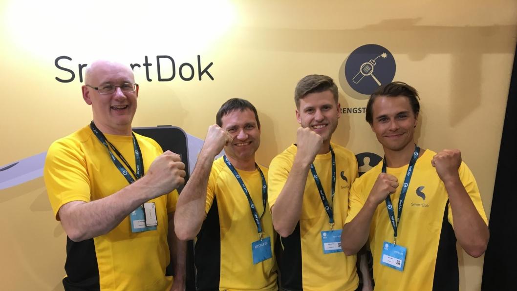 1000 KUNDER: SmartDok-gjengen var strålende fornøyd. Fra venstre: Vidar Berg-Hansen, Per Tore Hansen, Anders Josefsson og Preben Nygaard.