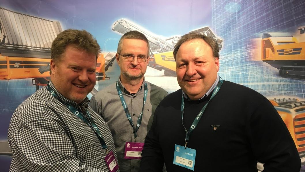 Bilde fra venstre: Nicolai Jakhelln, Rune Roxrud (begge Jakhelln) og Trond Wolden fra Doppstadt-representant OP System Norge AS.